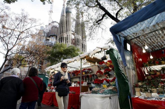 mercado navidad sagrada familia barcelona