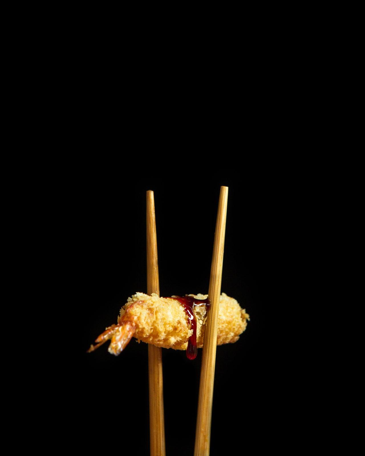 ebi tempura con palillos