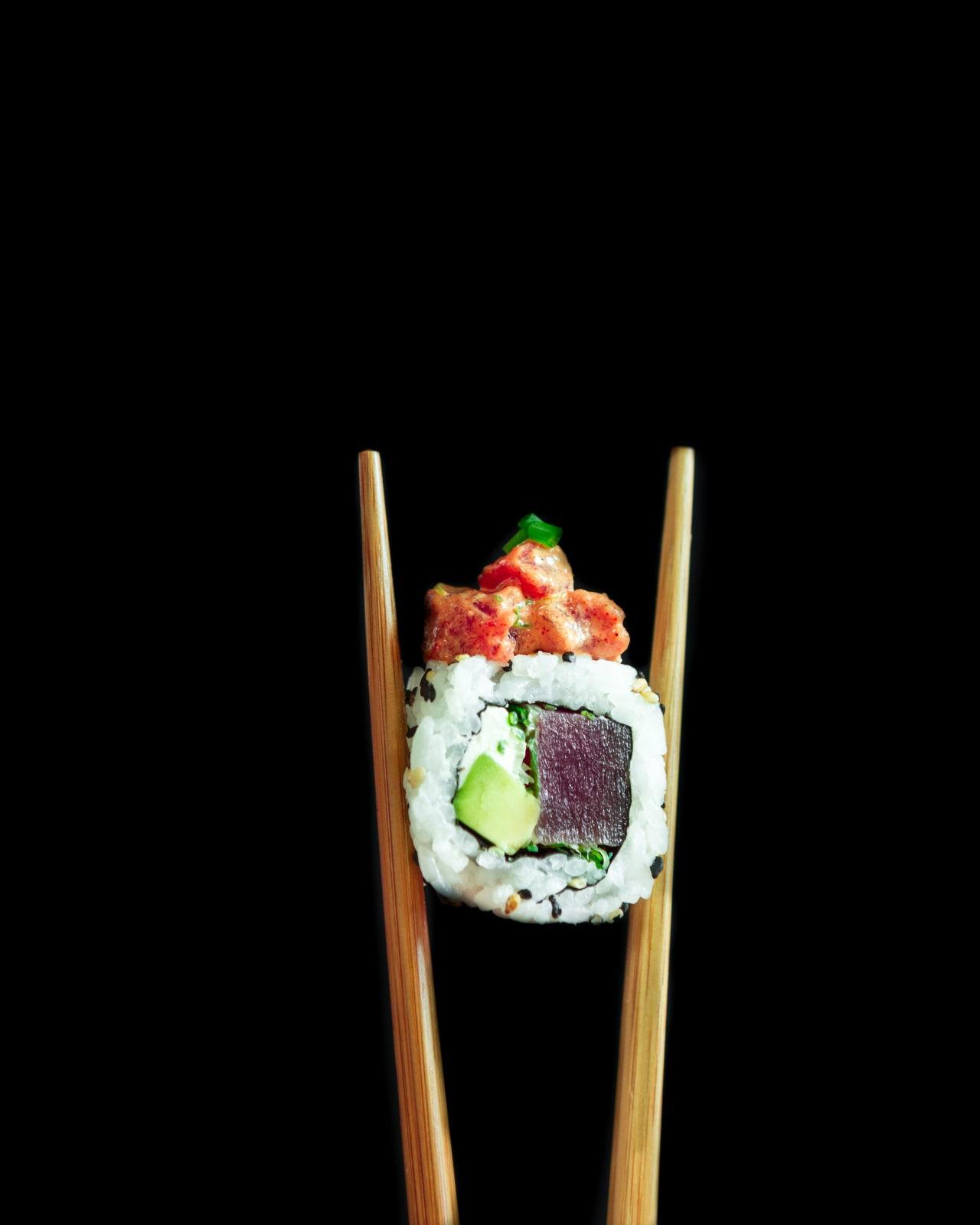 Spicy Tuna Roll con palillos